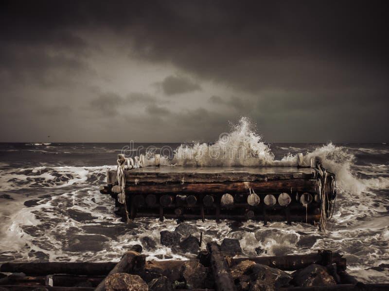 Δεκέμβριος στη Okhotsk θάλασσα στοκ εικόνα