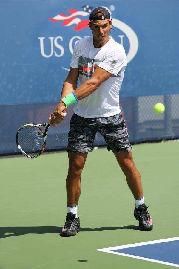 Δεκατέσσερις φορές ο πρωτοπόρος Rafael Nadal του Grand Slam των πρακτικών της Ισπανίας για τις ΗΠΑ ανοίγει το 2015 στοκ φωτογραφία με δικαίωμα ελεύθερης χρήσης