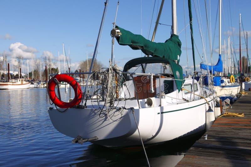 δεμένα sailboats του Όρεγκον Πόρτ&lam στοκ εικόνες