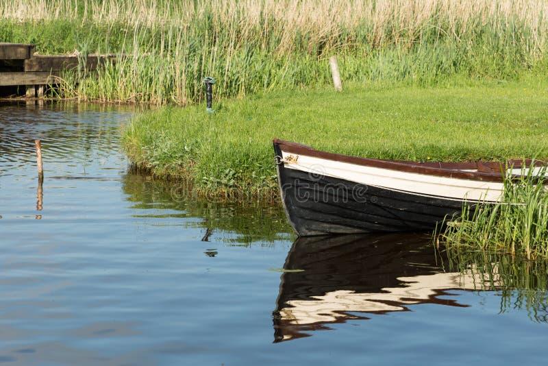 Δεμένη βάρκα στοκ εικόνες με δικαίωμα ελεύθερης χρήσης