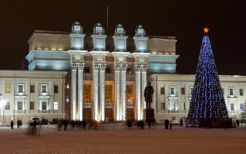 δεμένη όψη σκαφών λιμένων νύχτας Η ακαδημαϊκά όπερα της Samara και το θέατρο μπαλέτου είναι ένα από τα μεγαλύτερα ρωσικά μουσικά  στοκ εικόνες