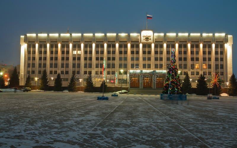 δεμένη όψη σκαφών λιμένων νύχτας Κυβερνητικό σπίτι της περιοχής της Samara στοκ φωτογραφίες