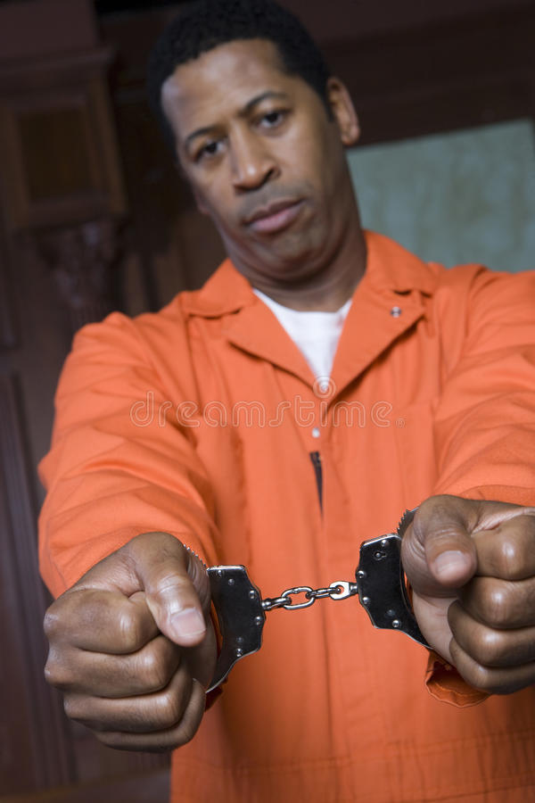 Δεμένος με χειροπέδες εγκληματίας στοκ εικόνα