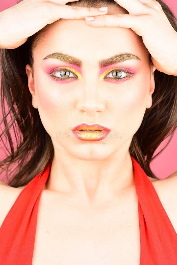 Δεν υπάρχει κανένα τέτοιο πράγμα όπως έχοντας πάρα πολύ makeup δημιουργική προκλητική &gamm Το πρότυπο Skincare με τη μόδα κοιτάζ στοκ εικόνα με δικαίωμα ελεύθερης χρήσης