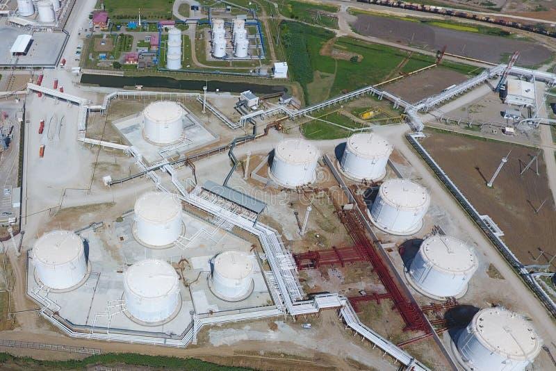 Δεξαμενές για την αποθήκευση του πετρελαίου και των προϊόντων της επεξεργασίας του στοκ εικόνα