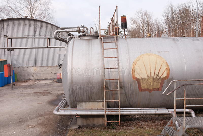 Δεξαμενή αερίου της Shell στοκ φωτογραφία με δικαίωμα ελεύθερης χρήσης