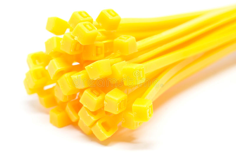 Δεσμός καλωδίων σε κίτρινο που απομονώνεται στην άσπρη κινηματογράφηση σε πρώτο πλάνο υποβάθρου στοκ εικόνες με δικαίωμα ελεύθερης χρήσης