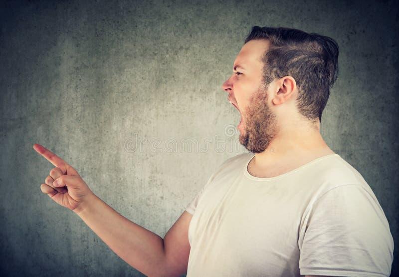 Δευτερεύον σχεδιάγραμμα ενός κραυγάζοντας κοντόχοντρου ατόμου στοκ φωτογραφία με δικαίωμα ελεύθερης χρήσης