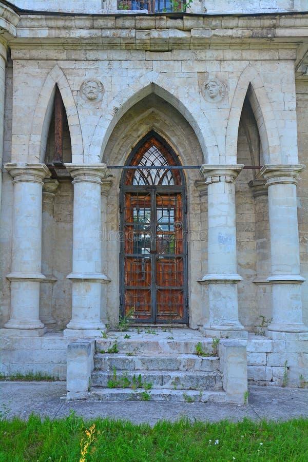 Δευτερεύουσα είσοδος αψίδων στην κυρία μας εκκλησίας του Βλαντιμίρ στο χωριό Bykovo στοκ φωτογραφίες