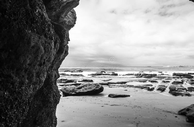 Δευτερεύουσα παραλία απότομων βράχων στοκ εικόνες με δικαίωμα ελεύθερης χρήσης