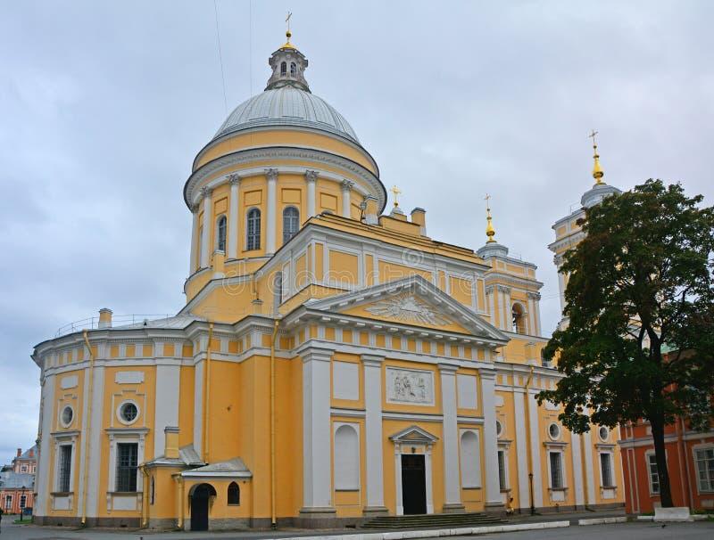 Δευτερεύουσα πρόσοψη του ιερού καθεδρικού ναού τριάδας στο Αλέξανδρο Nevsky Lavra σε Άγιο Πετρούπολη, Ρωσία στοκ εικόνες