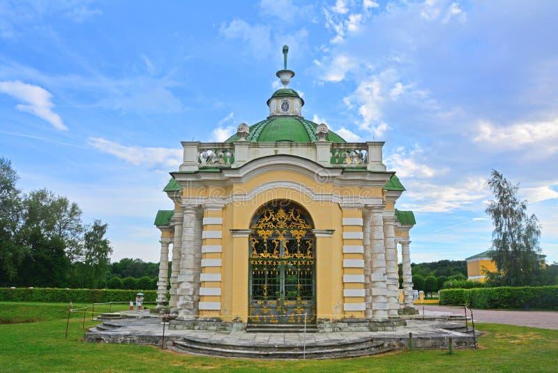 Δευτερεύουσα πρόσοψη Grotto στο κτήμα Kuskovo στη Μόσχα στοκ εικόνα