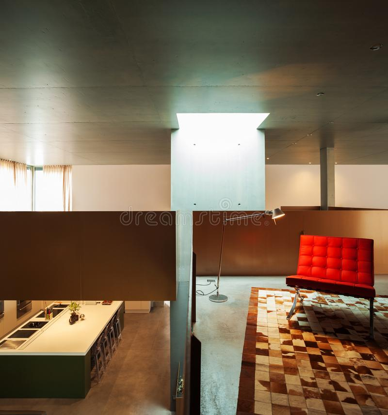 δεύτερος όροφος του εσωτερικού σπιτιών, άποψη από το καθιστικό στοκ εικόνες