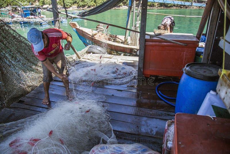 Δηλητήριο που καλλιεργεί στη θάλασσα κοντά Nam du Island στοκ φωτογραφία