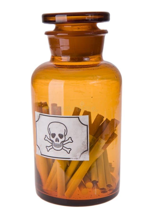 δηλητήριο τσιγάρων μπουκαλιών στοκ εικόνες με δικαίωμα ελεύθερης χρήσης