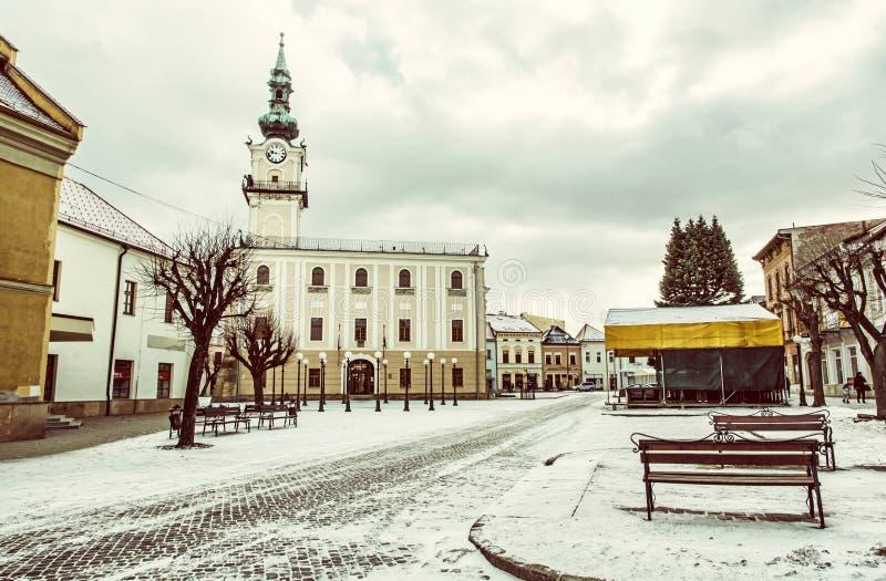Δημαρχείο στο κύριο τετράγωνο, Kezmarok, Σλοβακία, κίτρινο φίλτρο στοκ εικόνες