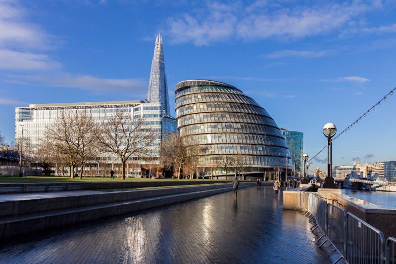 Δημαρχείο του Λονδίνου, η σέσουλα και το Shard στο South Bank, Λονδίνο, στοκ φωτογραφία