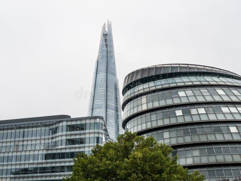 Δημαρχείο του Λονδίνου και το Shard στοκ φωτογραφίες
