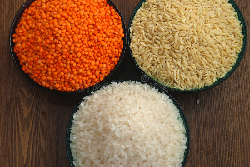 Δημητριακά και όσπρια Ρύζι, φακές, και νουντλς κριθαριού στοκ φωτογραφίες με δικαίωμα ελεύθερης χρήσης