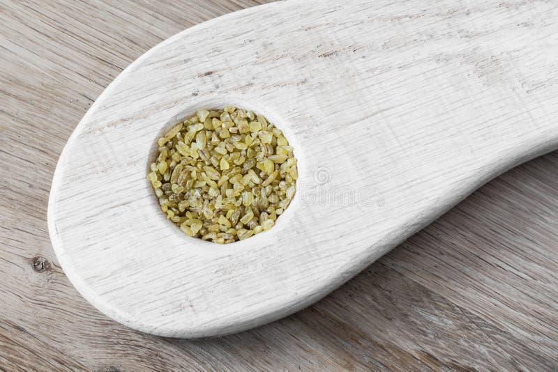 Δημητριακά ρυζιού σε μια ξύλινη μορφή στοκ φωτογραφία με δικαίωμα ελεύθερης χρήσης