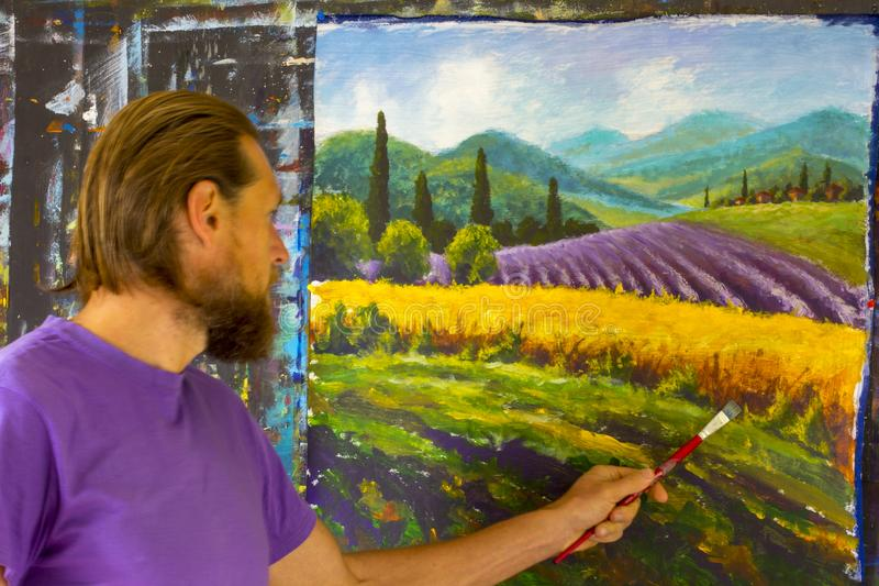 Δημιουργική διαδικασία τέχνης Ο καλλιτέχνης δημιουργεί την ιταλική θερινή επαρχία ζωγραφικής Τοσκάνη Τομέας των κόκκινων παπαρουν στοκ φωτογραφίες με δικαίωμα ελεύθερης χρήσης