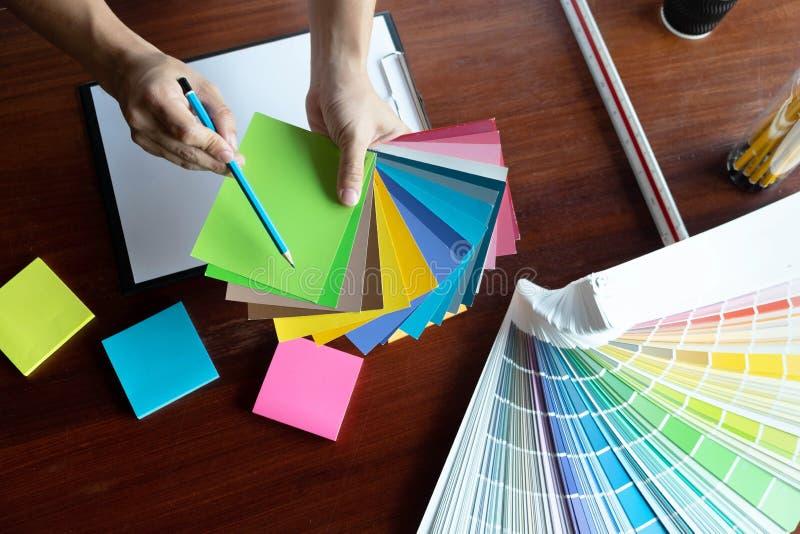 Δημιουργική εργασία για τα όμορφα χρώματα χρώματος, διάφορα χρώματα, τόνοι χρώματος, σύγκριση χρώματος στοκ φωτογραφία με δικαίωμα ελεύθερης χρήσης