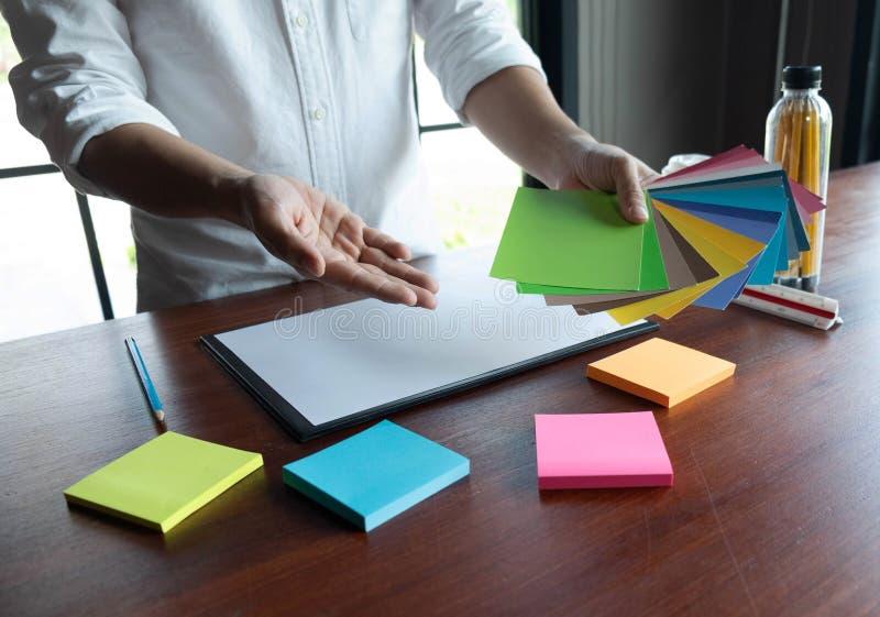 Δημιουργική εργασία για τα όμορφα χρώματα χρώματος, διάφορα χρώματα, τόνοι χρώματος, σύγκριση χρώματος στοκ εικόνες με δικαίωμα ελεύθερης χρήσης