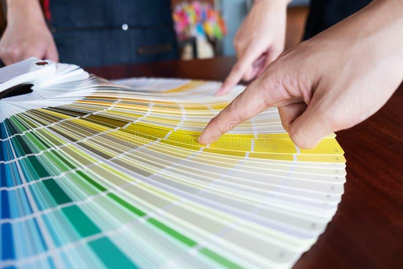 Δημιουργική εργασία για τα όμορφα χρώματα χρώματος, διάφορα χρώματα, τόνοι χρώματος, σύγκριση χρώματος στοκ εικόνες