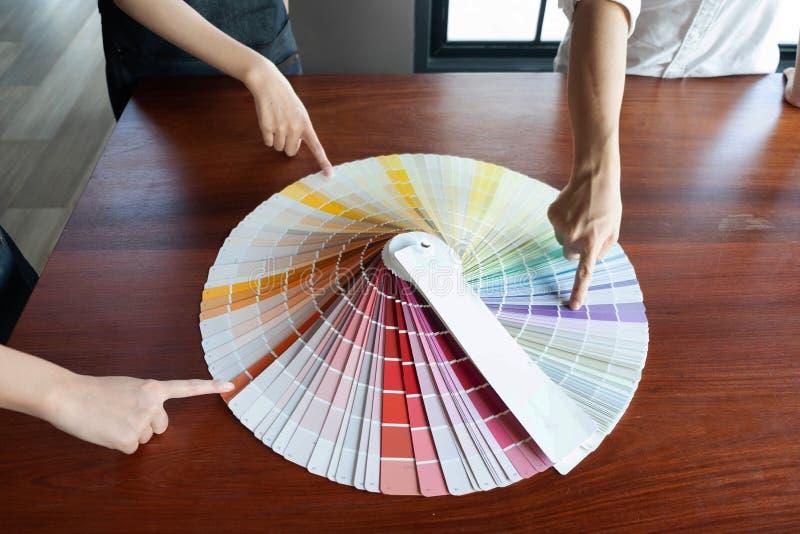 Δημιουργική εργασία για τα όμορφα χρώματα χρώματος, διάφορα χρώματα, τόνοι χρώματος, σύγκριση χρώματος στοκ εικόνα με δικαίωμα ελεύθερης χρήσης
