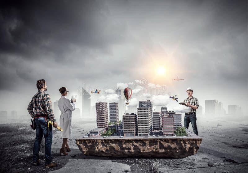 Δημιουργική εργασία της ομάδας αρχιτεκτόνων Μικτά μέσα στοκ φωτογραφίες