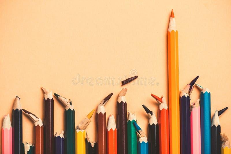 Δημιουργική ιδέα, έννοια της ηγεσίας και η αλήθεια της ζωής, ανταγωνισμός στην επιχείρηση, ηγέτης μεταξύ των ανθρώπων με το σπασμ στοκ εικόνες