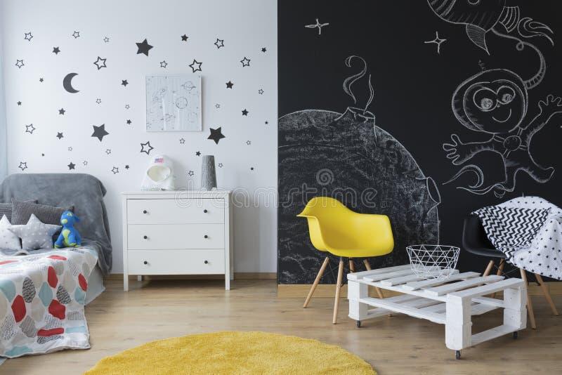 Δημιουργική κρεβατοκάμαρα παιδιών ` s στοκ εικόνα