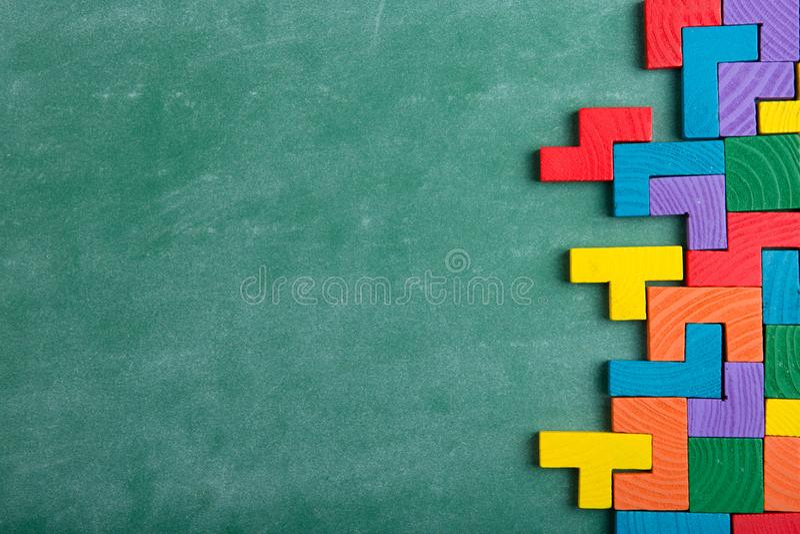 Δημιουργική λύση για την ιδέα - επιχειρησιακή έννοια, γρίφος τορνευτικών πριονιών στον πίνακα στοκ φωτογραφία με δικαίωμα ελεύθερης χρήσης