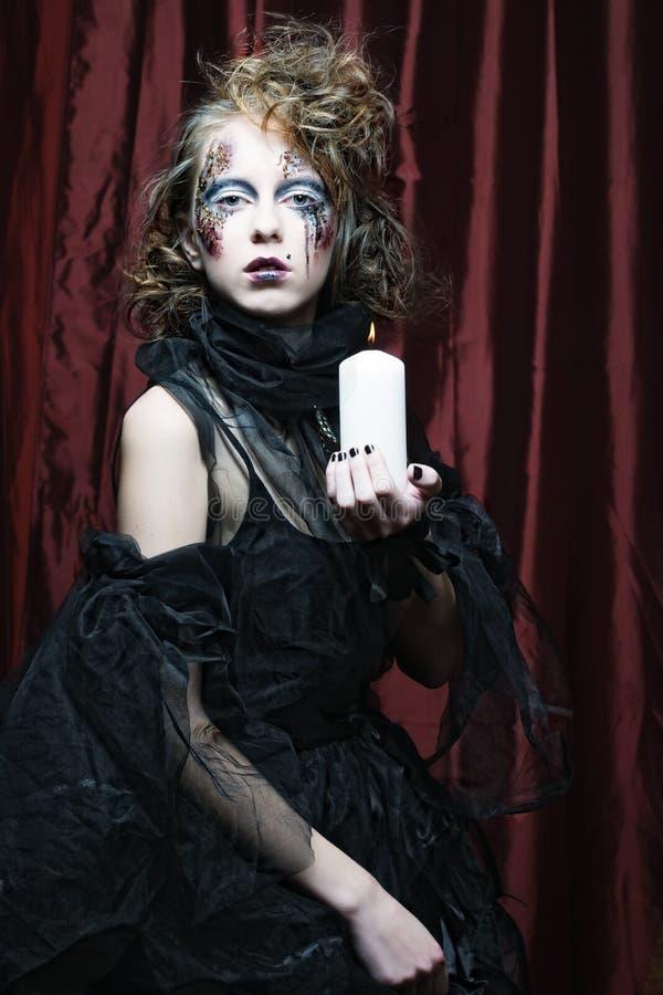 δημιουργικός αποτελέστε τη γυναίκα μεγάλος φωτεινός Ιστός αραχνών σκιών μυστηρίου σεληνόφωτου φωτοστεφάνου ευελιξιών φλογών ρίψης στοκ εικόνες