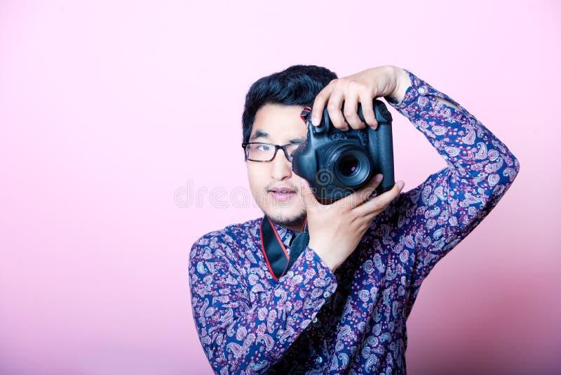 Δημιουργικός ασιατικός φωτογράφος στοκ φωτογραφία με δικαίωμα ελεύθερης χρήσης