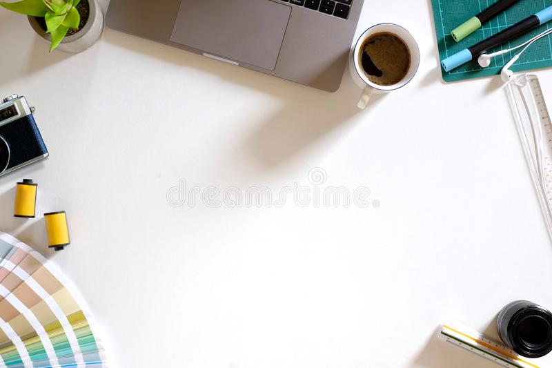 Δημιουργικός γραφικός πίνακας γραφείων σχεδιαστών σχεδίου στοκ φωτογραφία