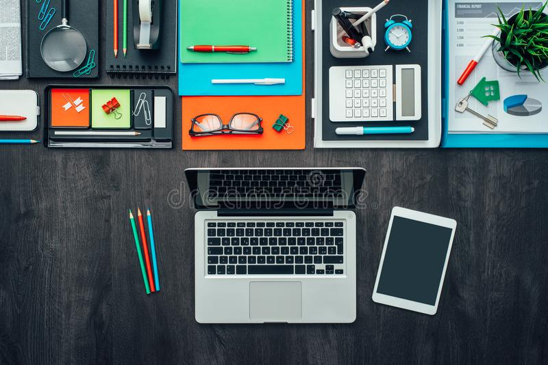 Δημιουργικός επιχειρησιακός υπολογιστής γραφείου στοκ φωτογραφίες