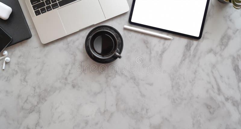 Δημιουργικός εργασιακός χώρος του επαγγελματικού φωτογράφου στοκ φωτογραφίες με δικαίωμα ελεύθερης χρήσης