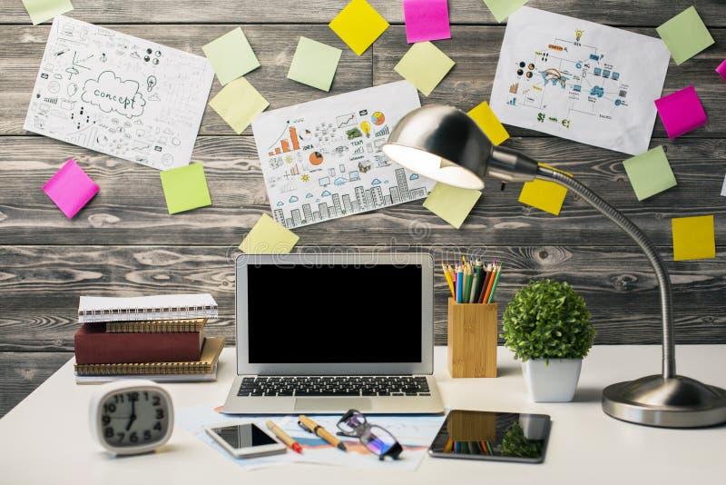 Δημιουργικός εργασιακός χώρος hipster στοκ εικόνα