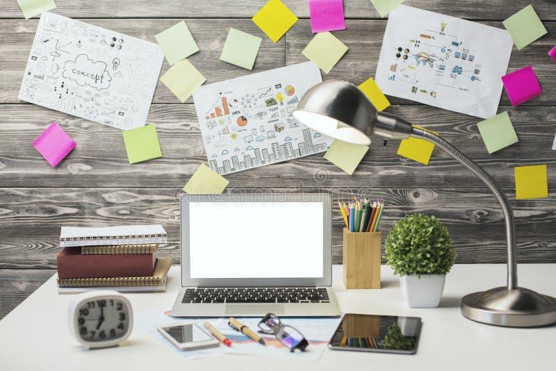 Δημιουργικός εργασιακός χώρος hipster στοκ εικόνες