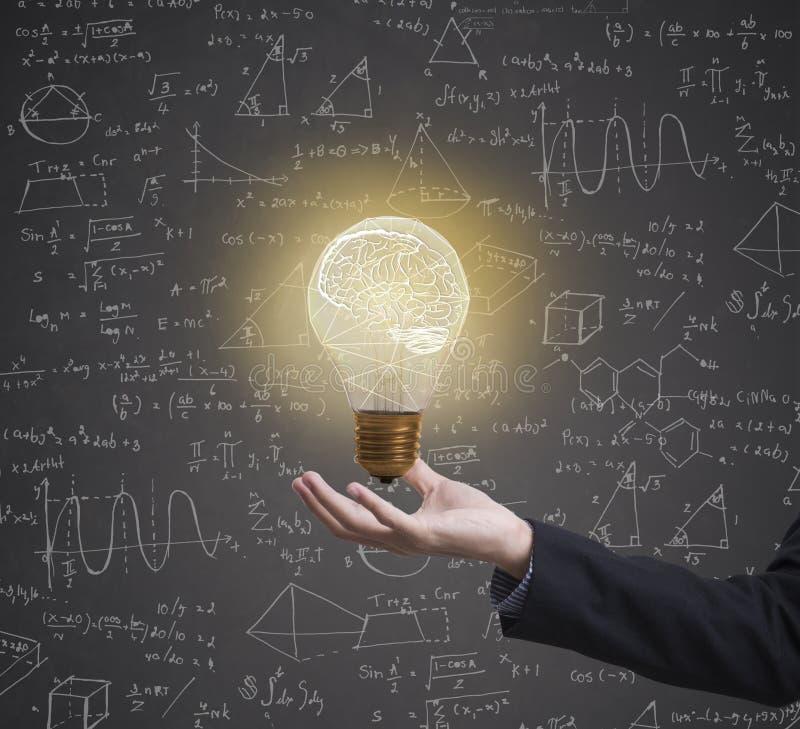 Δημιουργικός τύπος ιδέας 'brainstorming' Lightbulb math στην επιχείρηση στοκ φωτογραφία με δικαίωμα ελεύθερης χρήσης