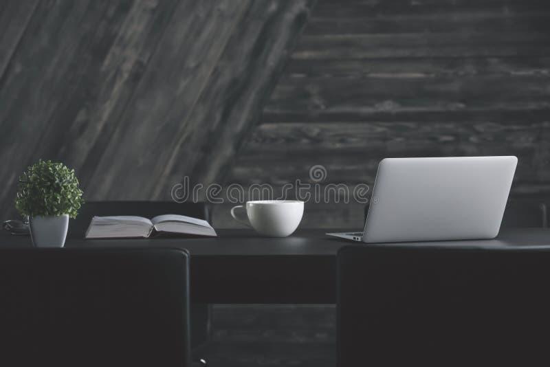 Δημιουργικός υπολογιστής γραφείου σχεδιαστών στοκ φωτογραφίες