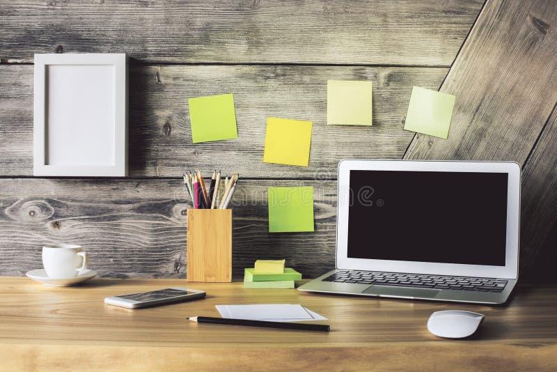 Δημιουργικός υπολογιστής γραφείου στοκ εικόνα με δικαίωμα ελεύθερης χρήσης