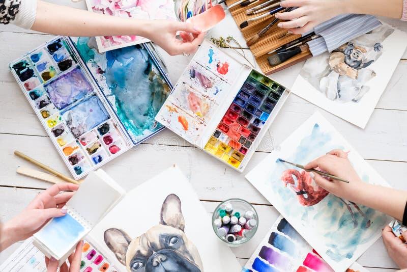Δημιουργικός χώρος εργασίας ζωγράφων στούντιο τέχνης δωματίων τεχνών στοκ φωτογραφία με δικαίωμα ελεύθερης χρήσης