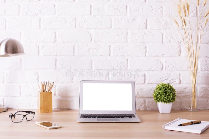 Δημιουργικό γραφείο hipster με το lap-top στοκ φωτογραφίες με δικαίωμα ελεύθερης χρήσης