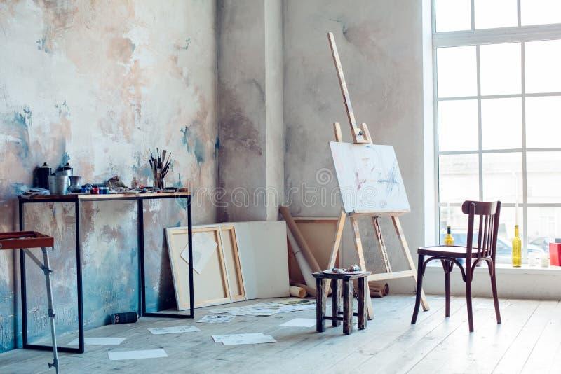 Δημιουργικό δωμάτιο εργασιακών χώρων καλλιτεχνών κανένα χόμπι ανθρώπων στοκ φωτογραφία με δικαίωμα ελεύθερης χρήσης