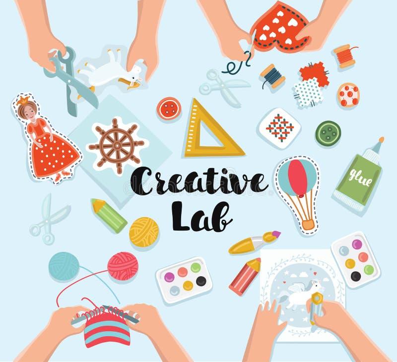Δημιουργικό εργαστήριο παιδιών, τοπ πίνακας άποψης με τα δημιουργικά χέρια παιδιών διανυσματική απεικόνιση