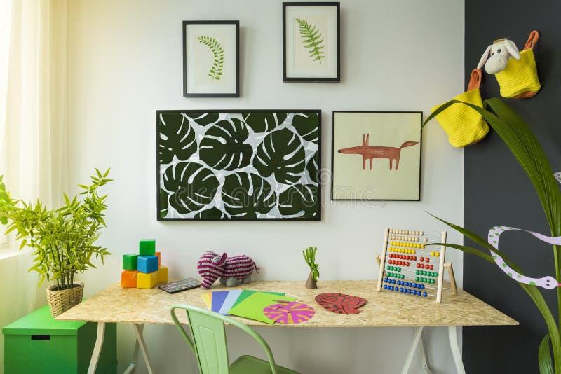 Δημιουργικό δωμάτιο μελέτης παιδιών ύφους στοκ εικόνες