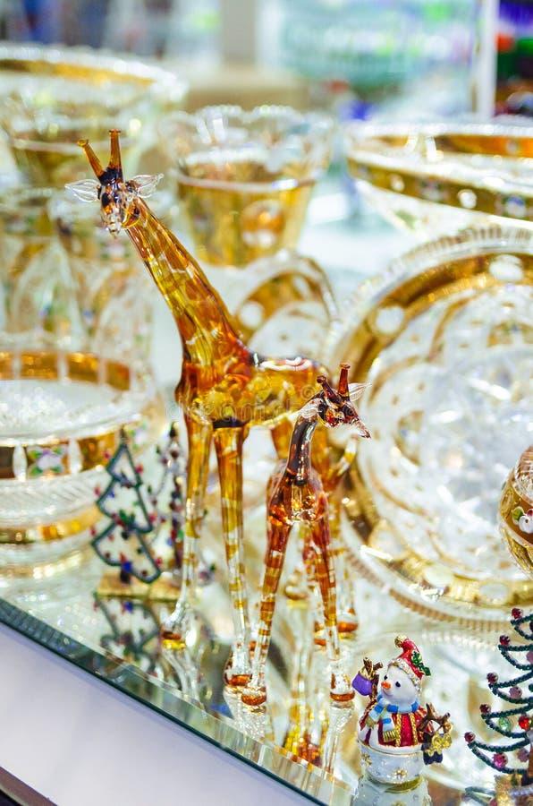 Δημοκρατία της Τσεχίας, Πράγα, στις 27 Φεβρουαρίου 2019 - πολυτελής λαμπρή προθήκη με τους αριθμούς γυαλιού giraffes στοκ εικόνες με δικαίωμα ελεύθερης χρήσης