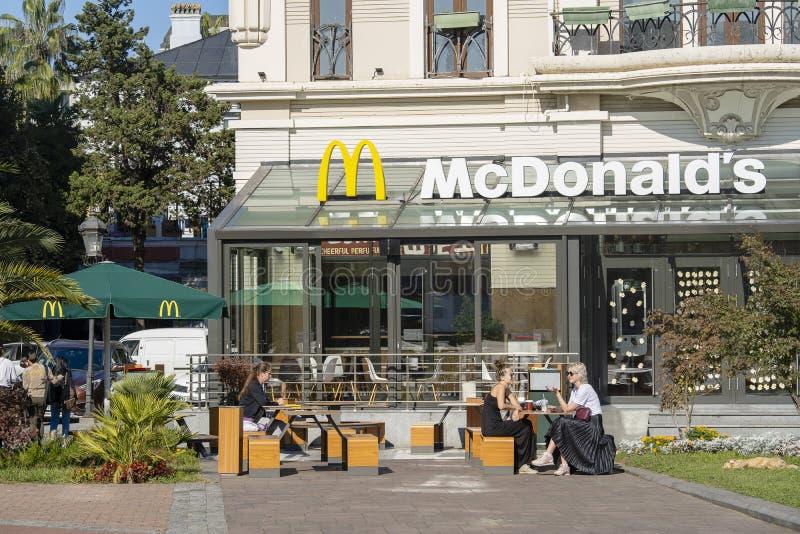Δημοφιλές εστιατόριο McDonald στο κέντρο Batumi, Γεωργία στοκ εικόνες